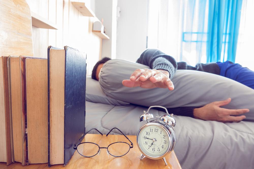 Atur alaram dengan volume keras dan jangan ditempatkan di dekat Anda. Foto: Shutterstock