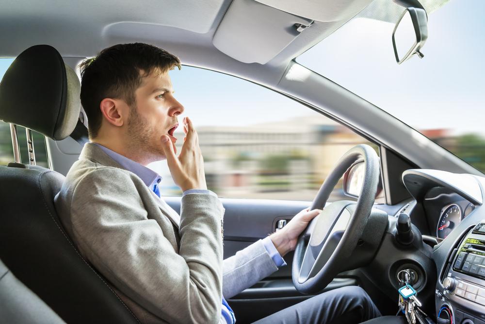 Sudah banyak kasus kecelakaan akibat kantuk dan umumnya terjadi di jalan tol pada tengah malam. Foto: Shutterstock