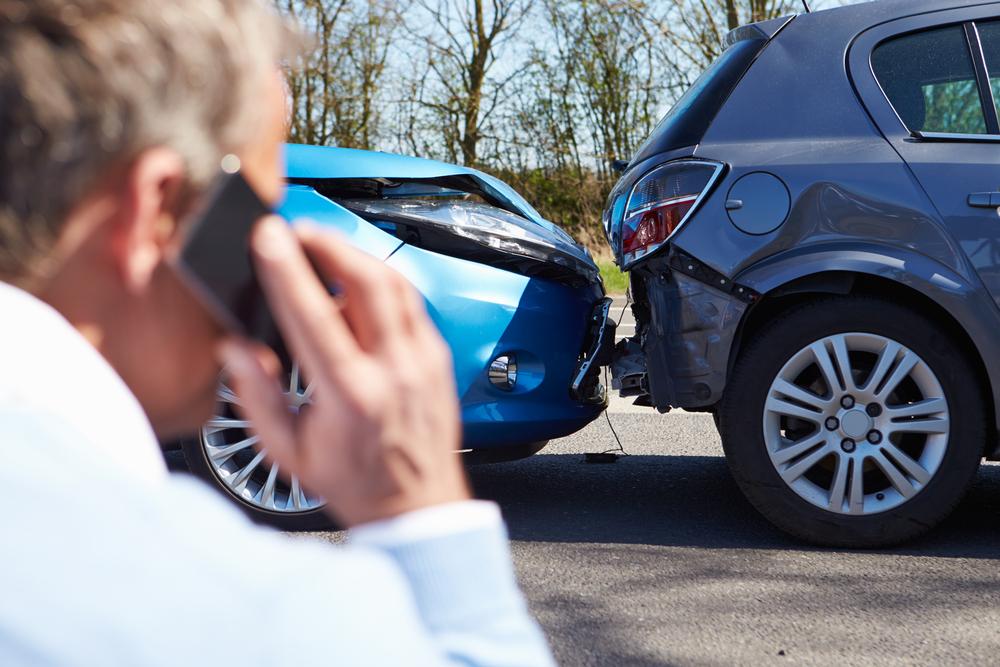 Penting untuk menjaga Anda tetap fokus selama menyetir agar terhindar dari kecelakaan.  Foto: Shutterstock