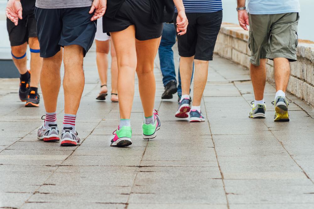 Olahraga ringan seperti jalan cepat atau joging dinilai memperpanjang kehidupan peserta selama tiga sampai tujuh tahun. Foto: Shutterstock