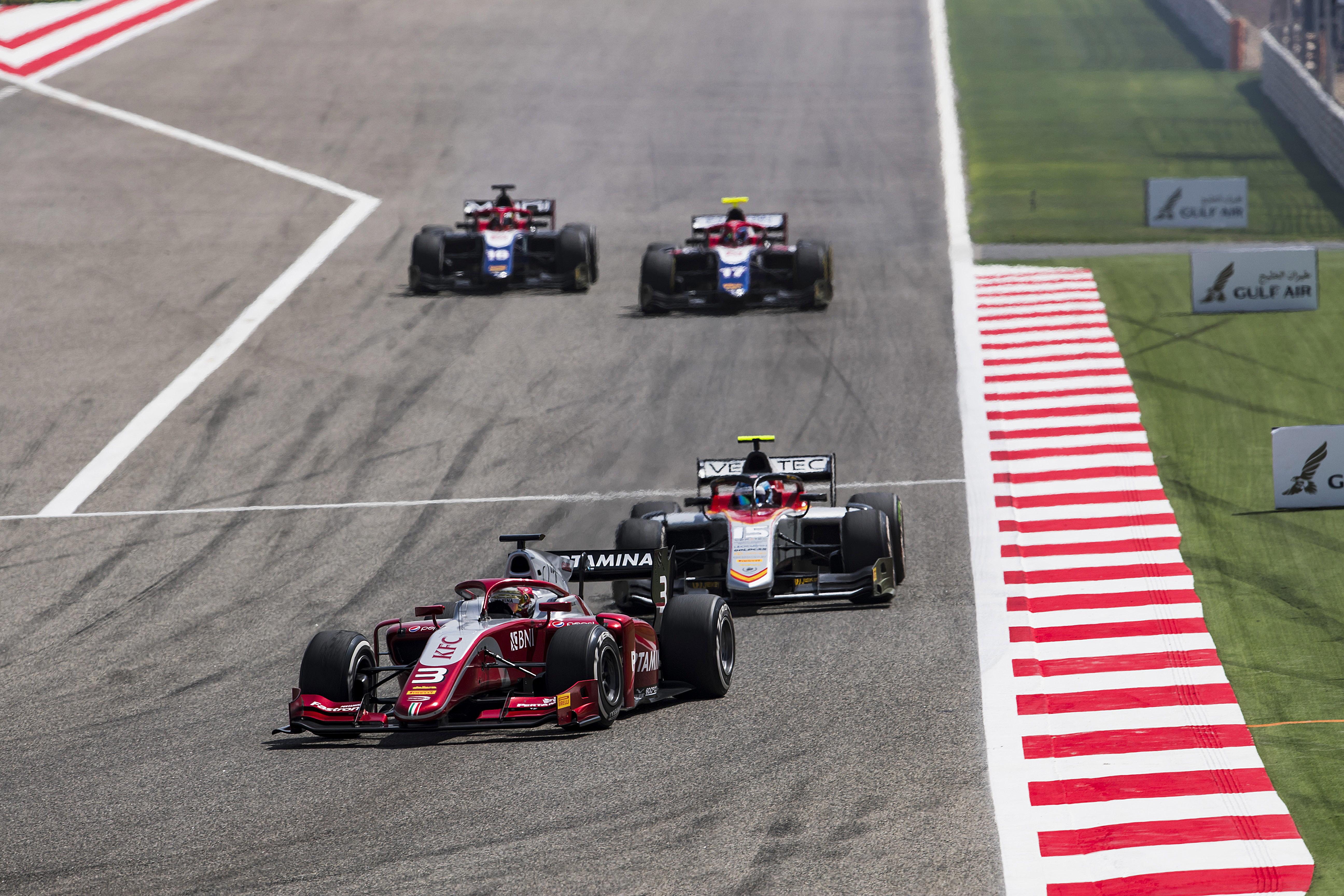 Aksi Pebalap Pertamina Prema Theodore Racing, Sean Gelael saat tampil di balapan pertama F2 2018 di Sirkuit Sakhir Bahrain (7/4). Sean tampil impresif dengan finis di posisi tujuh meski mengawali balapan dari posisi 19 (Foto: Dok. F2)