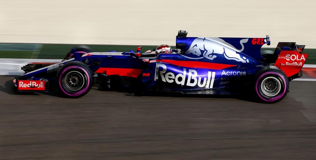 Sean Gelael saat beraksi di sesi tes F1 bersama Toro Rosso di  Abu Dhabi (Foto: Dok. Sean Gelael)
