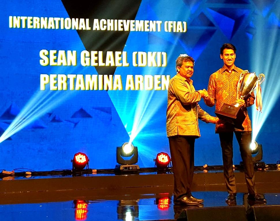 Sean Gelael saat menerima penghargaan dari IMI (Foto: Dok. Sean Gelael)