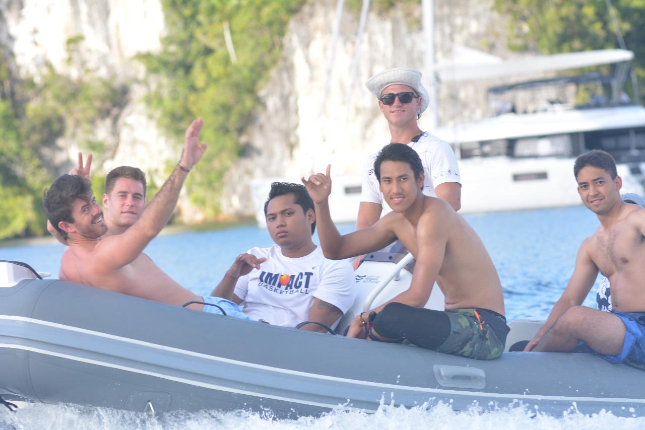 Sean, Vandoorne, dan Nato liburan di Raja Ampat.