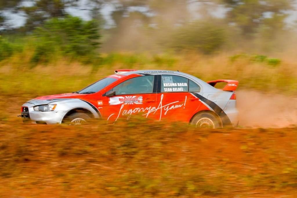 Aksi Sean Gelael saat menjajal lintasan Merdeka Sprint Rally 2018.