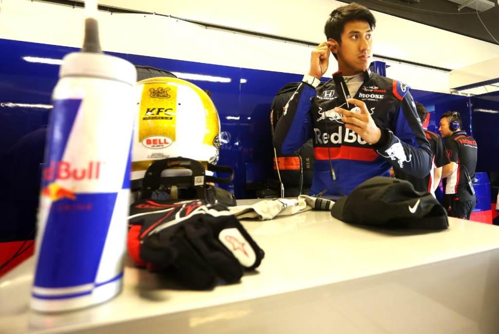 Sean Gelael tengah bersiap menjalani tes F1 bersama Toro Rosso di Abu Dhabi (Foto: Sean Gelael)