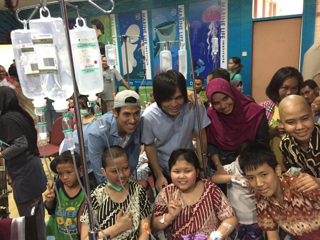 Sean Kunjungi Anak Penderita Kanker